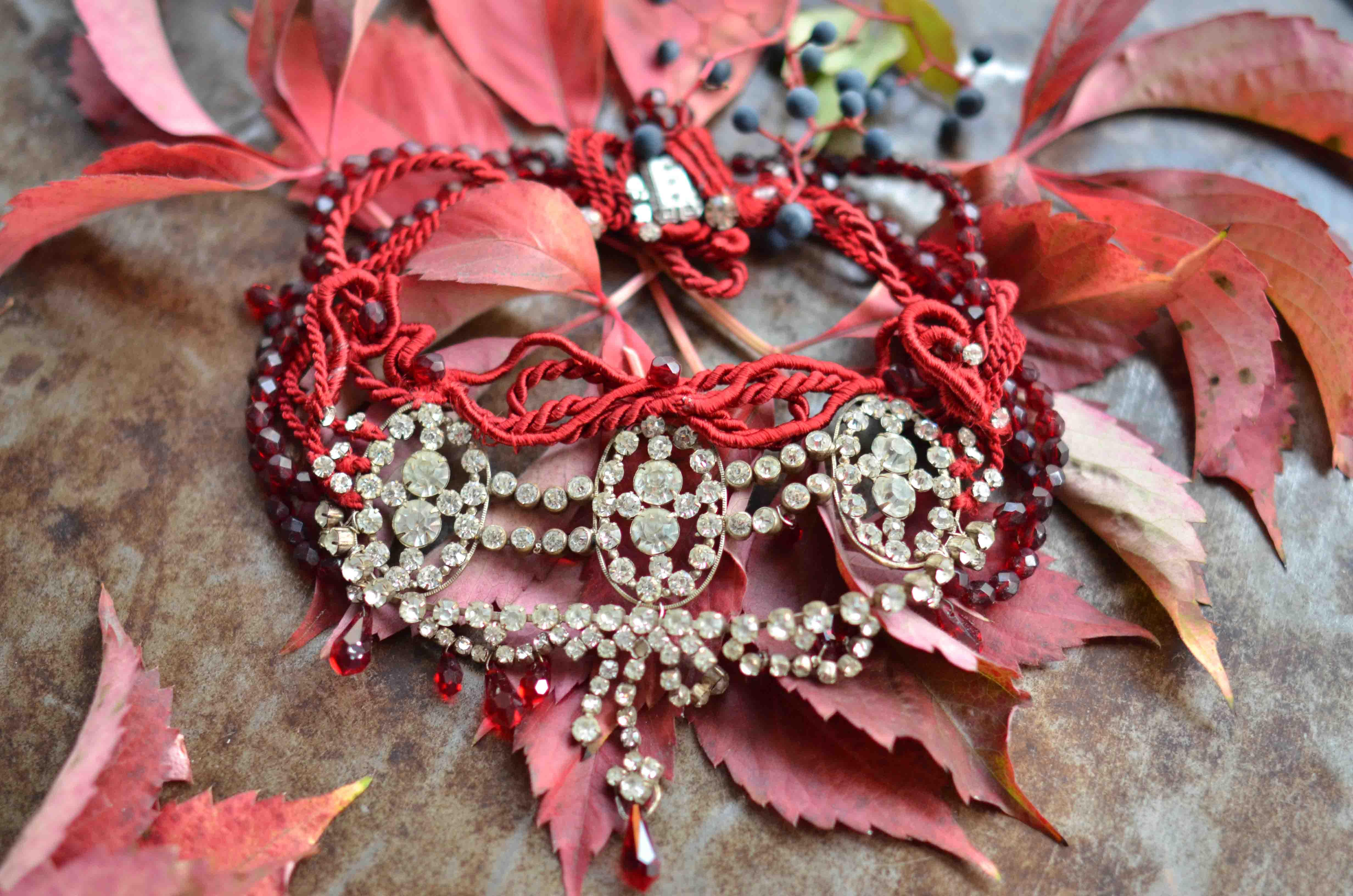 Rot wie Granat_2_Blätter